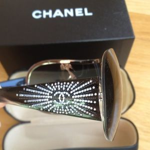 SALE!! HP 🎉🎊 Authentic CHANEL sunglasses